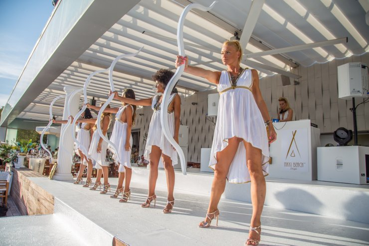 Review Cool Glamour At Nikki Beach S White Party 2016