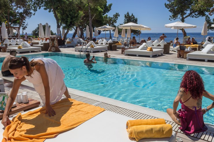 Ladies day at nikki beach ibiza spotlight for Classic ibiza house tracks