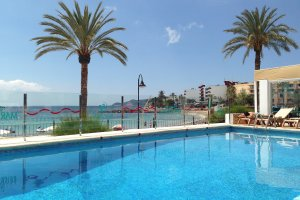 The popular Mar y Playa Apartments available for 2017