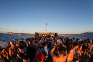 Hï Ibiza team up with Float Your Boat