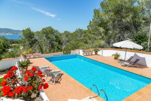 Snap up these early season villa special offers