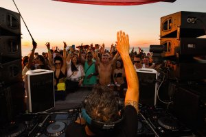 Float Your Boat to Go UNDR THE RADR with Roger Sanchez
