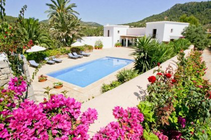 Why choose a villa rental on Ibiza
