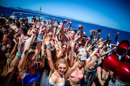 Cirque de la Nuit joins Ibiza Rocks & Sankeys