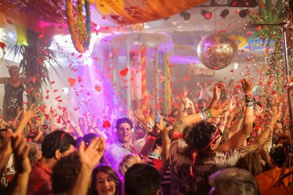 Video: Flower Power at Pacha Ibiza 2016