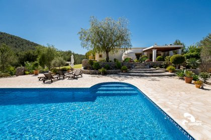 9 reasons to book your Ibiza villa with us