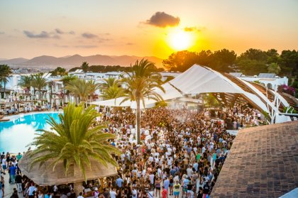 The IBZ Boat Party joins with Ferragosto fiesta at Destino