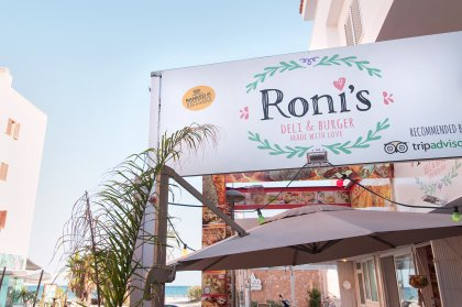 Four reasons to visit Roni's Deli & Burger in Ibiza