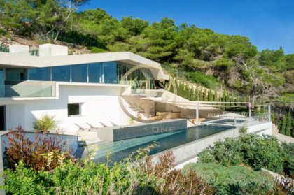 5 top properties on sale on Ibiza