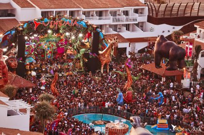 News and snaps from elrow at Ushuaïa