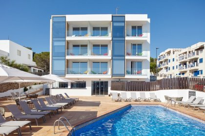 Choose Sol Bahía Ibiza Suites this summer 2018