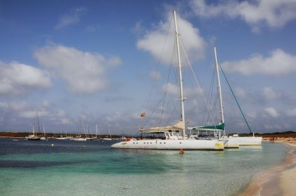 Catamaran Cruising between the islands