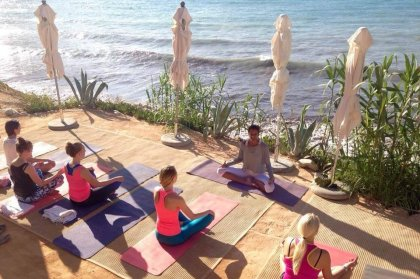 Mind, body and soul. Yoga and breakfast at Amante