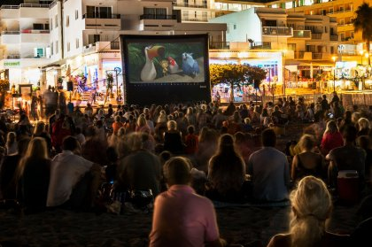 Free cinema events at Cala Llonga