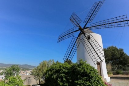 Free guided walks in Santa Eulalia