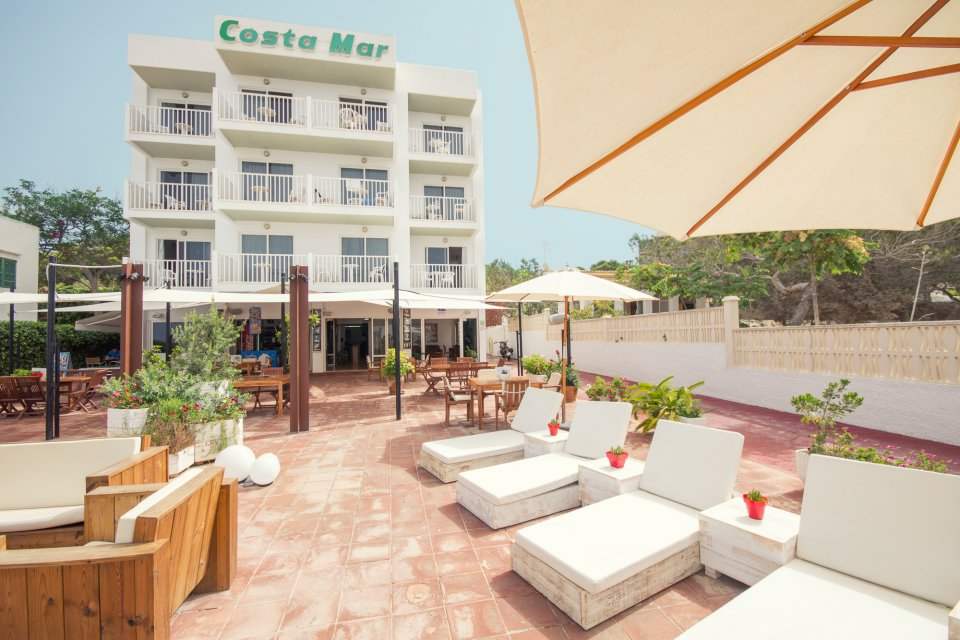 Economically Priced Studios In A Superb Seafront Location Close To San Antonio S Sunset Bars And Caló Des Moro Beach Favourite With Younger