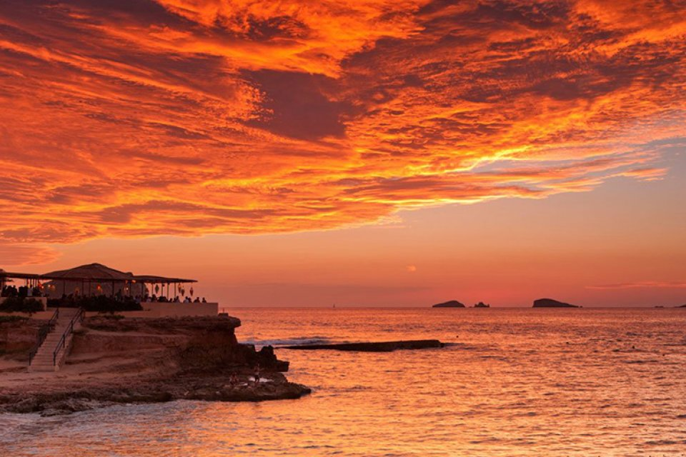 Hooters Restaurant moreover Top Ibiza Sunset Spots Cala Conta furthermore Charlie S Angel Star Cheryl Ladd Has 9283667 moreover Tower of the Americas likewise Attraction Review G60956 D103614 Reviews SeaWorld San Antonio San Antonio Texas. on top restaurants in san antonio
