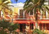 3 Spots for people watching in Santa Eulalia